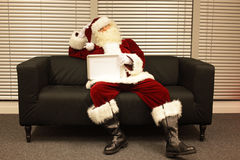 Санта Клаус с недостатком мотивировки Стоковая Фотография RF