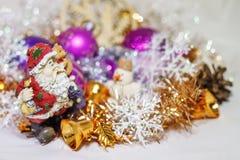 Санта Клаус с снеговиком стоковые изображения