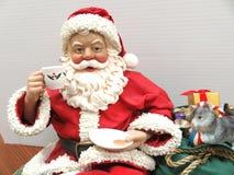 Санта на полке, вверх по концу Стоковое Фото