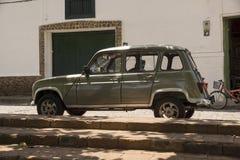 Санта-Фе de Antioquia, Antioquia, Колумбия - исторический автомобильный Renault R4 Стоковое Изображение RF