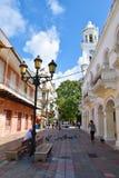 Санто Доминго, Доминиканская Республика Жизнь улицы и взгляд Calle el Conde и колониальной зоны города Санто Доминго Стоковые Фото