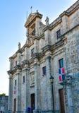 Санто Доминго, Доминиканская Республика Солдат защищая на национальном пантеоне в улице Las Damas Стоковые Изображения RF