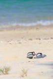 Сандалия дамы на пляже Стоковое Изображение RF