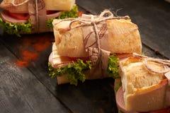 Сандвичи багета на таблице стоковое фото