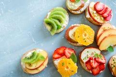 Сандвичи десерта плодоовощ с сыром рикотты Стоковые Изображения RF