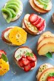 Сандвичи десерта плодоовощ с сыром рикотты Стоковые Фотографии RF