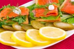 сандвичи изолированные предпосылкой salmon белые Стоковые Изображения RF