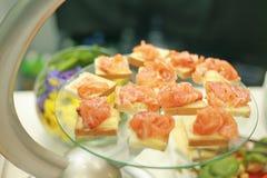сандвичи изолированные предпосылкой salmon белые Стоковые Фотографии RF
