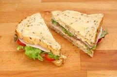 Сандвичи на прерывая доске Стоковое Изображение
