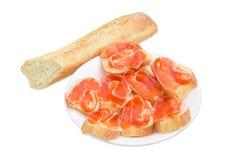 Сандвичи сделанные с маслом, посоленной форелью и багетом Стоковое Изображение RF