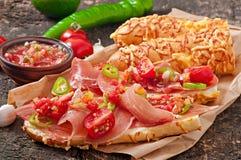 Сандвичи с погружением сальсы ветчины и томата Стоковые Фотографии RF