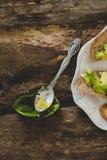 Сандвич авокадоа на таблице Стоковое Изображение RF