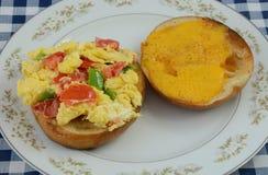 Сандвич бейгл взбитого яйца Стоковая Фотография