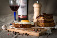 Сандвич завтрака бекона и яичка Стоковая Фотография