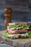Сандвич клуба цыпленка с салатом и томатом Стоковое Изображение RF