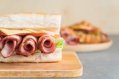 Сандвич подводной лодки ветчины и салата Стоковое Фото