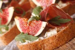 Сандвич с макросом ветчины и плавленого сыра смокв, горизонтально Стоковое фото RF