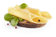 Сандвич с овощами, сыром и травами, изолированными на backgrou Стоковые Фотографии RF