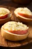 Сандвич Яблока и Sauerkraut Стоковые Фотографии RF