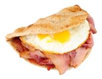 Сандвич Flatbread яичницы и бекона Стоковые Фотографии RF