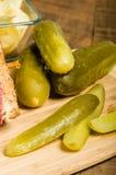 Сандвич Reuben с соленьями укропа Стоковое Изображение RF