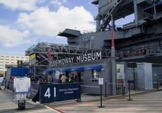 САН-ДИЕГО, Калифорния, США - 13-ое марта 2016: USS Мидуэй в гавани Сан-Диего, США Стоковое фото RF