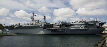 САН-ДИЕГО, Калифорния, США - 13-ое марта 2016: USS Мидуэй в гавани Сан-Диего, США Стоковые Фотографии RF