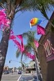 САН-ДИЕГО, CA - 12-ОЕ ИЮЛЯ 2017: получать готов для ежегодных фестиваля и парада гордости Стоковая Фотография