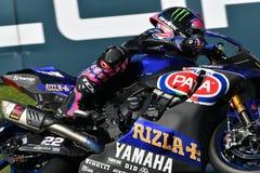 Сан-Марино Италия - 11-ое мая 2018: Команда WorldSBK должностного лица Алекса Lowes GBR Yamaha YZF R1 Pata Yamaha, в действии Стоковое Изображение RF