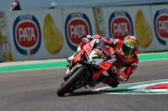 Сан-Марино Италия - 11-ое мая 2018: Chaz Davies GBR Ducati Panigale r Аруба оно гонки - команда Ducati, в действии Стоковое Фото