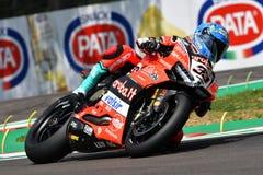 Сан-Марино Италия - 11-ое мая 2018: Marco Melandri ITA Ducati Panigale r Аруба оно гонки - команда Ducati, в действии Стоковая Фотография