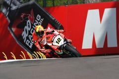 Сан-Марино, Италия - 12-ое мая 2017: Гоночная команда Ducati Panigale r BARNI передних частей Xavi ESP в действии Стоковая Фотография