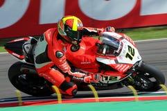 Сан-Марино, Италия - 12-ое мая 2017: Гоночная команда Ducati Panigale r BARNI передних частей Xavi ESP в действии Стоковые Фотографии RF