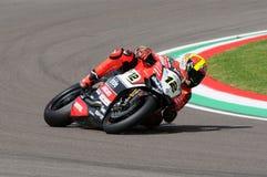 Сан-Марино, Италия - 12-ое мая 2017: Гоночная команда Ducati Panigale r BARNI передних частей Xavi ESP в действии Стоковые Изображения