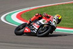 Сан-Марино, Италия - 12-ое мая 2017: Гоночная команда Ducati Panigale r BARNI передних частей Xavi ESP в действии Стоковое Изображение RF