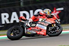 Сан-Марино, Италия - 12-ое мая 2017: Ducati Panigale r Аруба оно команда гонок-Ducati SBK, управляемая DAVIES Chaz в действии во  Стоковая Фотография RF