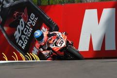 Сан-Марино, Италия - 12-ое мая 2017: Ducati Panigale r Аруба оно команда гонок-Ducati SBK, управляемая Melandri Marco в действии Стоковое фото RF