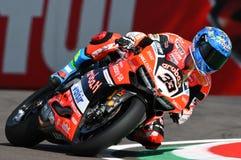 Сан-Марино, Италия - 12-ое мая 2017: Ducati Panigale r Аруба оно команда гонок-Ducati SBK, управляемая Melandri Marco в действии Стоковая Фотография RF