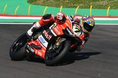 Сан-Марино, Италия - 12-ое мая 2017: Ducati Panigale r Аруба оно команда гонок-Ducati SBK, управляемая DAVIES Chaz в действии Стоковая Фотография RF