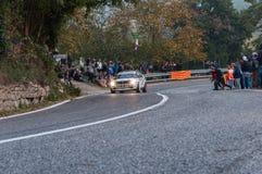 САН-МАРИНО - OTT 21, 2017: ПЕРЕПАД INT 16V 1990 LANCIA в гонке старого ралли гоночного автомобиля исторической Стоковое Изображение