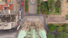 САН-ПАУЛУ, БРАЗИЛИЯ - 3-ЬЕ МАЯ 2018: Вид с воздуха собора Se в центре города сток-видео