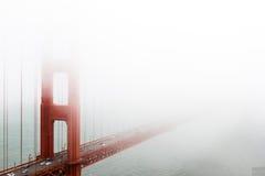 Сан-Франциско, золотой строб в тумане стоковые изображения rf