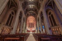 Сан-Франциско, Калифорния - 28-ое декабря 2017: Интерьер церков собора Грейса Стоковое Фото