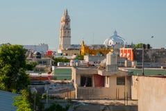 Сан-Франциско de Кампече, Мексика: Взгляд сверху домов и собора стоковая фотография rf