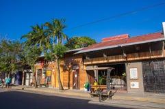 Сан-Хуан del Sur, Никарагуа - 11-ое мая 2018: Внешний взгляд домов в Хуане del Sur, Никарагуа Это главные туристы Стоковая Фотография