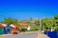 Сан-Хуан del Sur, Никарагуа - 11-ое мая 2018: Внешний взгляд домов в Хуане del Sur, Никарагуа Это главные туристы Стоковое Изображение