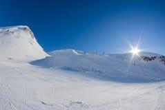 Сан Domenico, Varzo, Альпы, Италия, подвесной подъемник который идет перед Стоковая Фотография