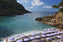 Сан Fruttuoso, между Golfo Paradiso и Golfo del Tigullio стоковые фотографии rf