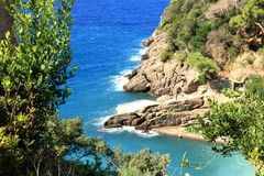 Сан Fruttuoso, между Golfo Paradiso и Golfo del Tigullio стоковые изображения rf