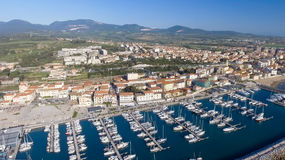 Сан Vincenzo, Италия Город как увидено от воздуха стоковое изображение